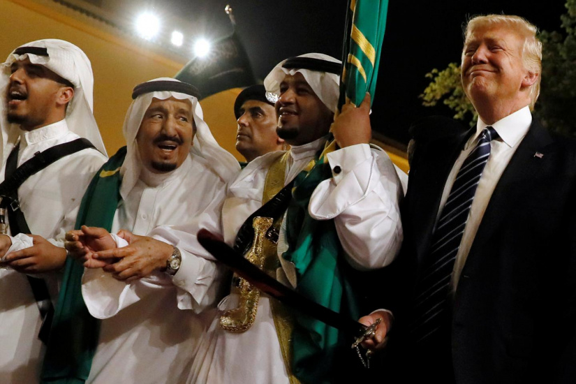 ترامپ کشورهای عربی را به جنگ علیه هم ترغیب می کند